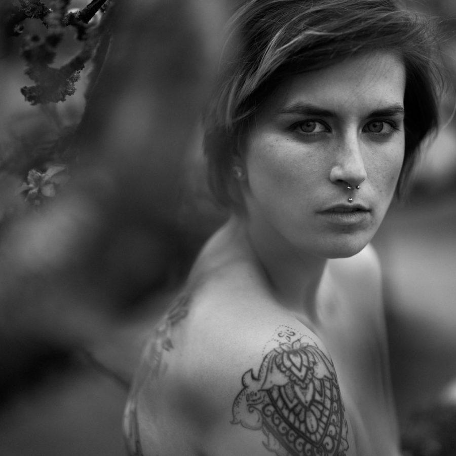 Estelle Nowack Tattoo Model Ravensburg Ulm Muenchen Portrait Mode Editorial Lingerie Boudoir Teilakt Akt Messehostess Promotion Florian Weiler04
